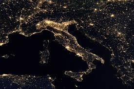 ITALIA VISTA DALLO SPAZIO - DISCOVER WORLD